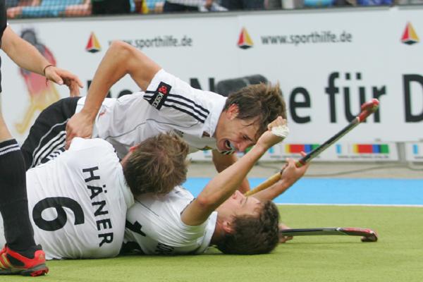 Чемпионат европы, проходящий в итальянской катанье, стал успешным для мужской сборной азербайджана по хоккею на траве